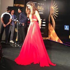 Ahhh This Picture is Everything !! 😢😢 Love this Dress on her. Big Thanks to @shaleenanathani. 😭❤ . . #DeepikaPadukone #PrabalGurung #Bollywood #IIFA