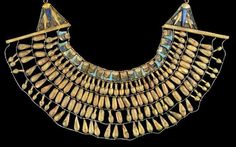 Gold necklace found in an Amarna Period tomb This broad collar was found around… Ancient Egyptian Jewelry, Ancient Art, Ancient History, Egypt Jewelry, Image Beautiful, Egypt Art, Ancient Civilizations, Antique Jewelry, Gold Necklace