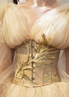 This Ivy House — notordinaryfashion: Guo Pei Haute Couture F/W. Look Fashion, High Fashion, Fashion Design, Daily Fashion, Street Fashion, Pretty Dresses, Beautiful Dresses, Beautiful Models, Moda Medieval