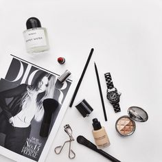 How-To style Gorgeous Flay-Lays - Goteo Flat Lay Inspiration, Flat Lay Photography, Product Photography, Flatlay Styling, War Paint, Girly Things, Hair And Nails, Beauty Makeup, Eyeliner