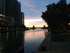 looking east on Chicago River