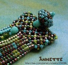 Nice clasp - no tute but many examples of beaded closures. #seed #bead #tutorial