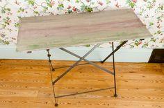 Tavolo consolle Baux de Provence. Queto tavolo consolle in legno invecchiato aggiungerà un tocco rustico ai tuoi interni.