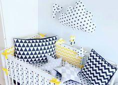 Czerń i żółty poraz drugi 😆😆 #ochraniacz #chmurka #sówka #gwiazdki #poduszki #zygzaki #trójkąty #czerń #biel #żółte #pokojdziecka #szyjebolubie #szyciedladzieci #cribset #cloud #owl #stars #pillows #chevron #triangle #black #white #kidsroom #dekor #yellow #sewingforkids #sewingwithlove