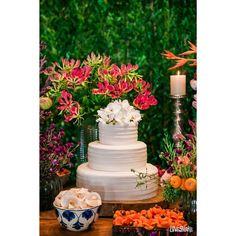 """75 Likes, 2 Comments - Julietas Atelie de Doces (@julietasatelie) on Instagram: """"Bolo decorado com orquídeas de açúcar e recheios de baba de moça, branco e brigadeiro para o…"""""""