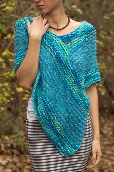 Tejido a mano merino lana / mohair mujeres poncho turquesa   Etsy Poncho Knitting Patterns, Knitted Poncho, Loom Knitting, Crochet Shawl, Knit Patterns, Hand Knitting, Knit Crochet, Turquoise Blue Color, Ladies Poncho