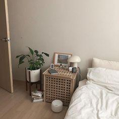 Small Room Bedroom, Room Ideas Bedroom, Home Bedroom, Bedroom Decor, Asian Room, Room Interior, Interior Design, Style Deco, Minimalist Room