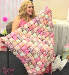 This sweet puff baby blanket is SO unique and creative. It's a perfect baby shower gift!