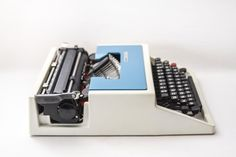 Typewriter Lettera 31T Olivetti designed by Ettore by Ottantaocchi