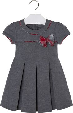 Baby Mädchen Outfitsfashionaccessories F - Diy Crafts - DIY & Crafts Frocks For Girls, Little Girl Dresses, Girls Dresses, Baby Girl Dress Design, Girls Frock Design, Kids Dress Wear, Kids Gown, Baby Frocks Designs, Kids Frocks Design