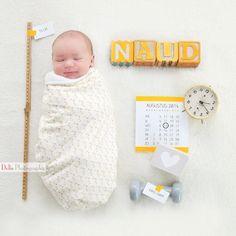 Ik was de afgelopen week veel bezig met tweaken aan ons geboortekaartje. Inmiddels is hij zo goed als af. Dit kwam ik tegen en vond ik zo'n leuk idee. We gaan het niet gebruiken als babykaartje, maar misschien wel zo'n foto maken om in te lijsten.