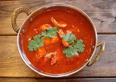 生ニンニクと胡椒で下味を付けたチキンを、酸味のあるトマトペーストで煮込んだガーリックチキン。 辛口だけどあっさりした味わいがやみつき。 食欲がないなぁって時に食べるときっと元気になるよ!