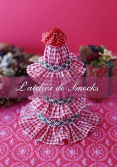 Smocked Christmas Ornament スモッキング刺繍 L'atelier de Smocks Christmas Crafts, Merry Christmas, Christmas Ornaments, Honeycomb Stitch, Smocking Patterns, Smocks, Heirloom Sewing, Easter Eggs, Hand Sewing