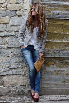 Combinar seu jeans favorito com um blazer e salto alto é  sofisticação imediata.