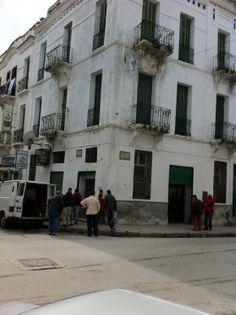 Edificio donde se ubicaban los Almacenes Sananes, en Tetuán, propiedad de la familia Chocron