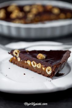Chocolate caramel tart with hazelnuts Yummy Treats, Delicious Desserts, Sweet Treats, Yummy Food, Chocolate Caramel Tart, Chocolate Caramels, Chocolate Cake, Sweets Cake, Cupcake Cakes