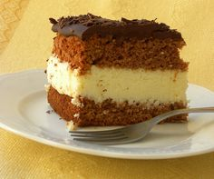 Bountry Cake is a luscious cake which mimics the chocolate bars as it is filled with coconut cream and topped with chocolate! Coconut Cream, Greek Recipes, Tiramisu, Food And Drink, Sweets, Cookies, Chocolate, Hospitality, Ethnic Recipes