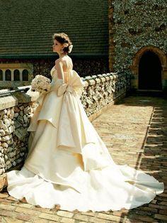 Short Wedding Gowns, Stunning Wedding Dresses, Wedding Dresses For Girls, Princess Wedding Dresses, Lovely Dresses, Beautiful Gowns, Beautiful Bride, Bridal Gowns, Wedding Bouquets