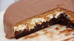 Snickers+kladdkaka = succékladdkaka! Glutenfri + går att byta nötter mot något annat!