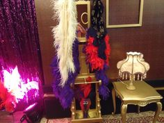 A produção caprichou nas plumas, paetês para completar o ambiente em harmonia com as roupas dos peões