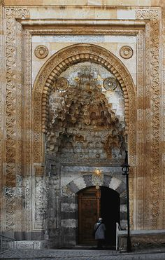 eşref paşa cami beyşehir Architecture Board, Islamic Architecture, Architecture Details, Granada, Dome Ceiling, Mosques, Ottoman Empire, Door Knockers, Blue Nile