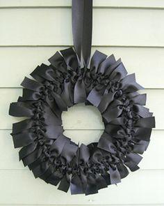 15 Spooky DIY Halloween Wreaths: DIY Elegant Gothic Halloween Wreath