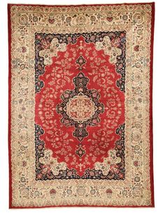 Kaschan Alt 442x317cm. Hand-knotted in Kashan, Iran. It has a high number of Knots per cm2 making its fine design an adventure of details. #rug #orient #persian
