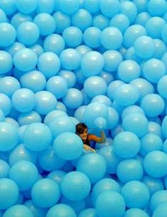 Work No. 247: Half the air in a given space, 2000. Light-blue balloons: multiple parts, each balloon 40.6 cm. (16 in.) diameter; overall dimensions variable. Installation view at MARCO, Vigo, Spain, 2011. © Martin Creed, Courtesy the artist and Hauser & Wirth. Photo: MARCO/Marta G. Brea.