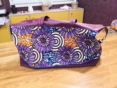 Sac Java violet à grosses fleurs cousu par Véronique - Patron Sacôtin