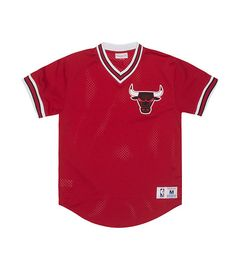 1bd1a3551d8c MITCHELL AND NESS V neck collar Ribbed short sleeves Mesh fabric for  ventilation Chicago Bulls logo.