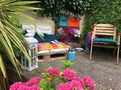 Happy Monday everyone Here's an inspirational and fun way to change your garden for the better and enjoy these last days of summer and sun # Container Plants, Plant Containers, Home Trends, Hanging Plants, Working Area, Interior Accessories, Garden Furniture, Sun Lounger, Outdoor Ideas
