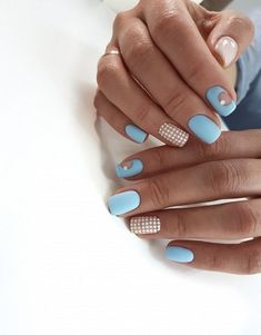The advantage of the gel is that it allows you to enjoy your French manicure for a long time. There are four different ways to make a French manicure on gel nails. Nail Manicure, Gel Nails, Acrylic Nails, Nail Polish Designs, Nails Design, Short Square Nails, Nail Art, Beautiful Nail Designs, Artificial Nails