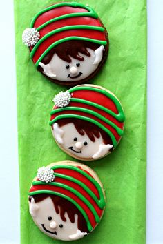 Elf on the Shelf Sugar Cookies are delicious, smile inducing reminders of Santa's mischievous helper. Step-by-step easy tutorial for this Christmas cutie.| themondaybox.com #elfontheshelf #elf #christmas #christmascookies #decoratedsugarcookies