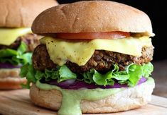 Mercimekli Vejetaryen Burger tarifi, etle yapılan burgerler kadar lezzetli, ayrıca çok daha besleyici. Her gün ne pişirsem derdinde olan vejetaryen dostlara