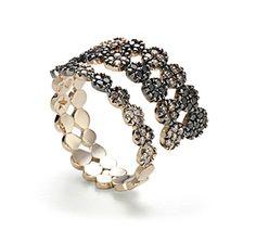 Anel de ouro nobre 18K com diamantes negros e cognac - Coleção Ancient America Link:http://www.hstern.com.br/joias/p-produto/A1B196865/anel/ancient-america/anel-de-ouro-nobre-18k-com-diamantes-negros-e-cognac---colecao-ancient-america