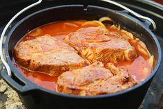 Bierkutscher Steaks aus dem Dutch Oven. Ein deftiges Gericht aus zartem Schweinefleisch, langsam gegart im würzigem Biersud. Zutaten für 6 Personen 6 Steaks aus dem Schweinenacken (ca. 2,5 cm dick)…