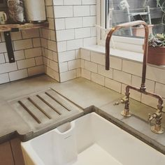 Just when you thought I'd posted enough photos of my kitchen (sorry!) A better photo of our concrete work tops & copper pipe kitchen tap for ( white marble sounds uber chic though! Copper Taps Kitchen, Copper Pipe Taps, Concrete Kitchen, Kitchen Fixtures, Concrete Countertops, Kitchen Countertops, Copper Faucet, Living Colors, Loft