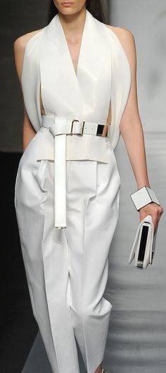 Nadire Atas on Cool Crisp Minimalist White Gianfranco Ferre Image Fashion, Fashion Details, Look Fashion, Fashion Show, Style Haute Couture, Couture Fashion, Runway Fashion, Womens Fashion, Mode Chic