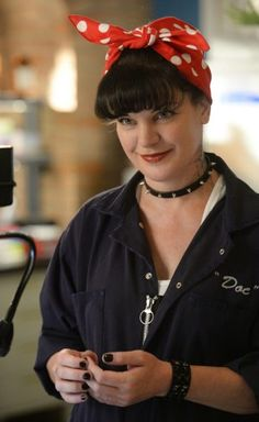 'NCIS': Pauley Perrette's favorite Abby outfits over the years Ncis La Kensi, Ncis Abby Sciuto, Serie Ncis, Ncis Tv Series, Ellie Bishop Ncis, Ncis Los Angeles Cast, Ncis Jenny, Pauley Perrette Ncis, Pauley Perette