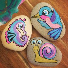 Pebble Painting, Pebble Art, Stone Painting, Painted Rock Animals, Painted Rocks Craft, Rock Painting Ideas Easy, Rock Painting Designs, Stone Crafts, Rock Crafts