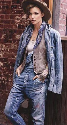 Ruby Rose, le nouveau visage de Denim and Supply Ralph Lauren, est une nouvelle étoile montante. Elle joue actuellement dans la célèbre série de Netflix, Orange Is the New Black, encensée par la critique et nominée aux Emmy Awards et Golden Globes. Dotée d'un esprit créatif à plusieurs facettes, Rose est aussi douée dans les domaines de la musique, de la mode et de l'activisme social.