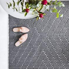 List of attractive matto virkattu ohje ideas and photos Crochet Fashion, Knit Crochet, Victorian, Knitting, Rugs, Handmade, Diy, Crafts, Inspiration