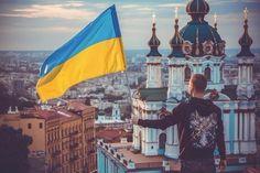 Свою Україну любіть. Любіть її… Во время люте. В останню, тяжкую минуту За неї Господа моліть. Т. Шевченко