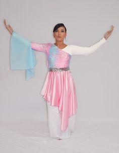 ¿Quié fue Debora? Jueces 4 y 5 , Hebreos 11 32:34      Profetiza: Se distinguió por poseer el don de profecia, lo que significa la capacidad de discenir la mente y el propósito de Dios y declararselo a otros. En los tiempos Praise Dance Wear, Praise Dance Dresses, Worship Dance, Garment Of Praise, Dance Tops, Dance Outfits, Dance Costumes, How To Wear, Clothes