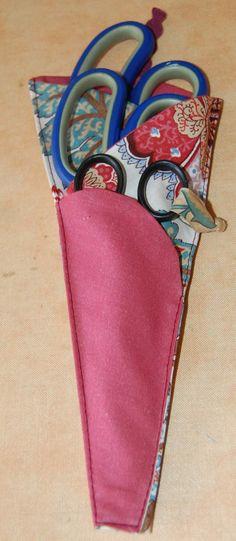 un étui à ciseaux – Créativités manuelles Pop Couture, Fabric Scissors, Sunglasses Case, Quilts, Sewing, Diy, Bags, Style, Fabrics