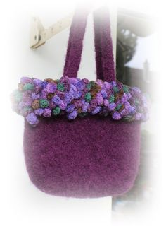 The new fall collection is here.    According to its own design I knitted this handbag from a purple felting wool and a matching Pompongarn and
