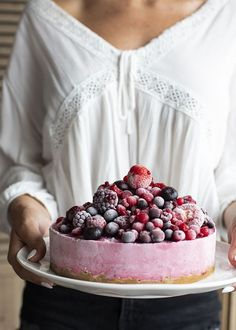 No hay otra palabra para definir esta tarta... ¡ESPECTACULAR! Tan bonita y deliciosa que será tu nueva tarta favorita. Prueba la receta de My Karamelli Raspberry, Food, Fruit, Sweet Recipes, Pies, Pretty, Essen, Meals, Raspberries