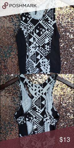 Black and white geometric print crop top Black and white geometric print crop top tank with back cutouts Nollie Tops Crop Tops