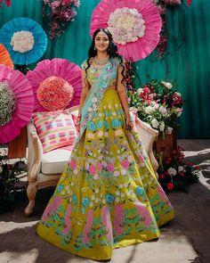 (C) Aisharaoofficial | (C) Aish.shivakumar | (C) Sahithyashetty | Bridal lehenga | Lehenga | Mehendi | Colourful lehenga | Wedding decor #weddingdecor #lehenga #bridaloutfitideas #bridallehenga #mehendi #mehendioutfit #trending #weddingphotography Summer Wedding Outfits, Bridal Outfits, Bridal Looks, Bridal Style, Indian Dresses, Indian Outfits, Mehndi Outfit, Sophisticated Bride, Lehenga Designs