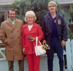 Pre and his parents.  RIP, Elfriede Prefontaine. I use to stop by her house for cookies <3